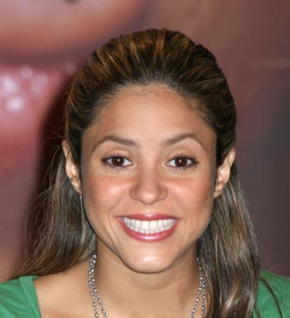 730779927-shakira-didn-t-snub-idol-contestants.jpg